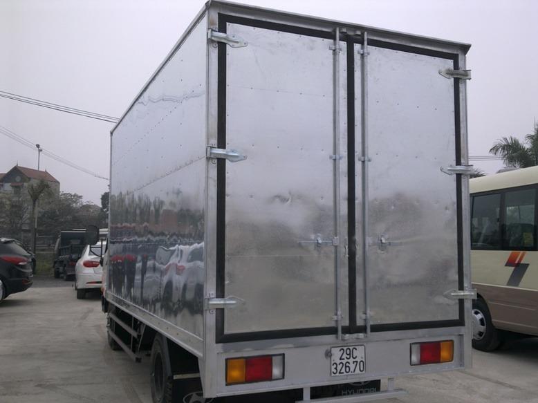 hyundai-hd65-thung-kin-cua-container