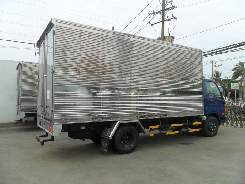 xe-tai-hyundai-hd65-thung-kin-1t8