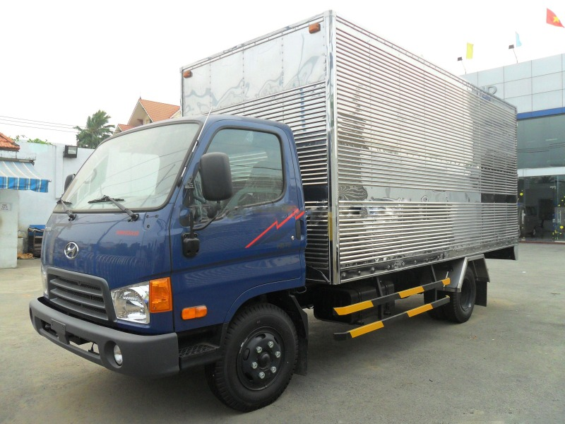 xe-tai-hyundai-hd65-thung-kin