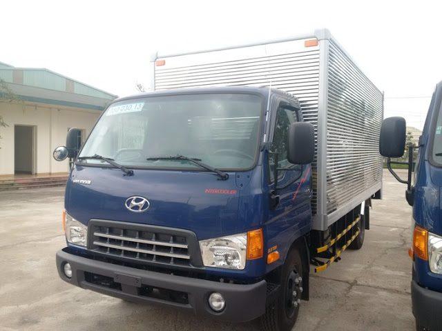 Hyundai HD72 thùng kín