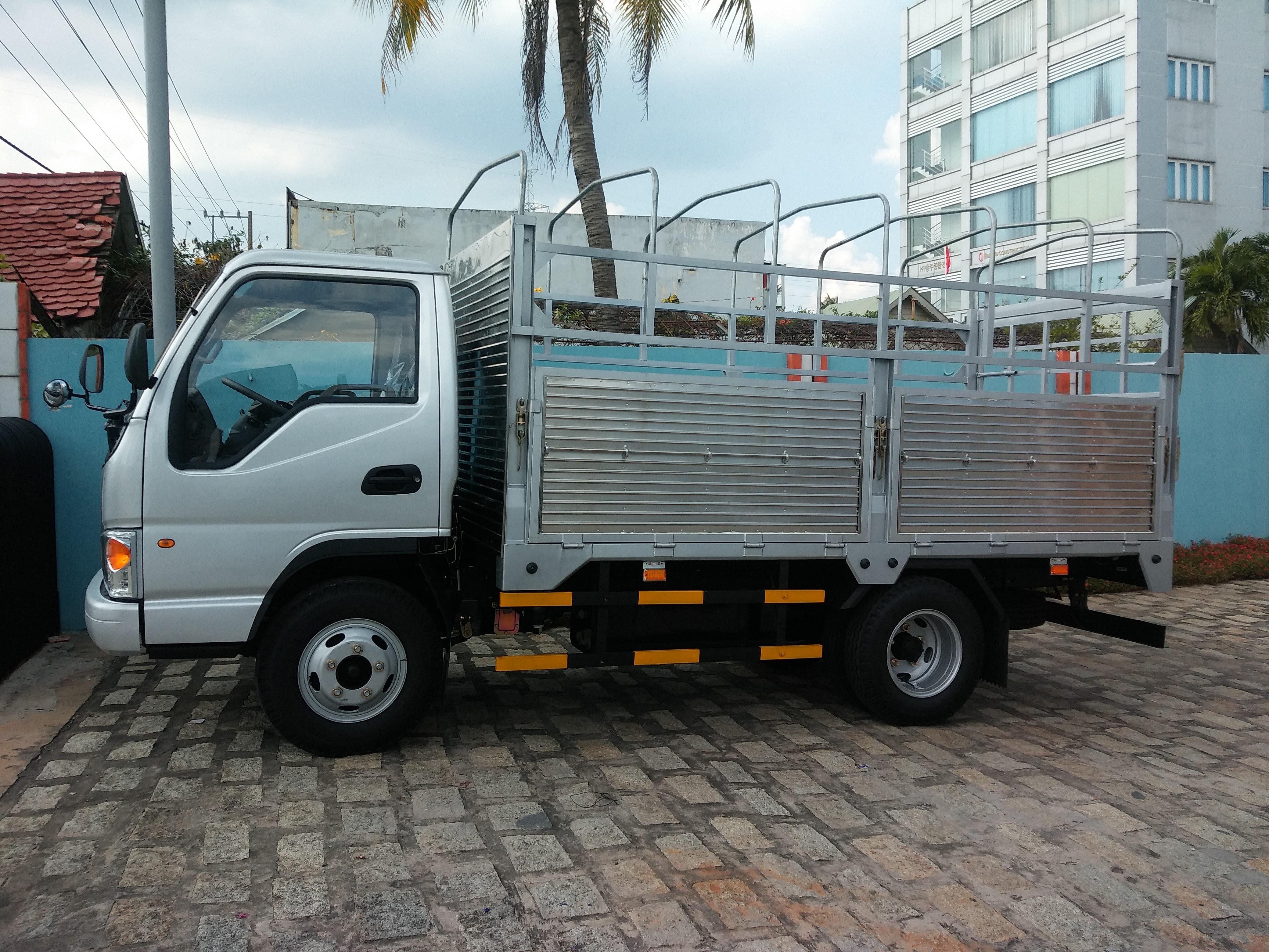 Khuyến mãi lớn khi xe tải jac 1t5 1tan5 1 tấn 5 thùng bạt, thùng kín, thùng lửng máy cn isuzu