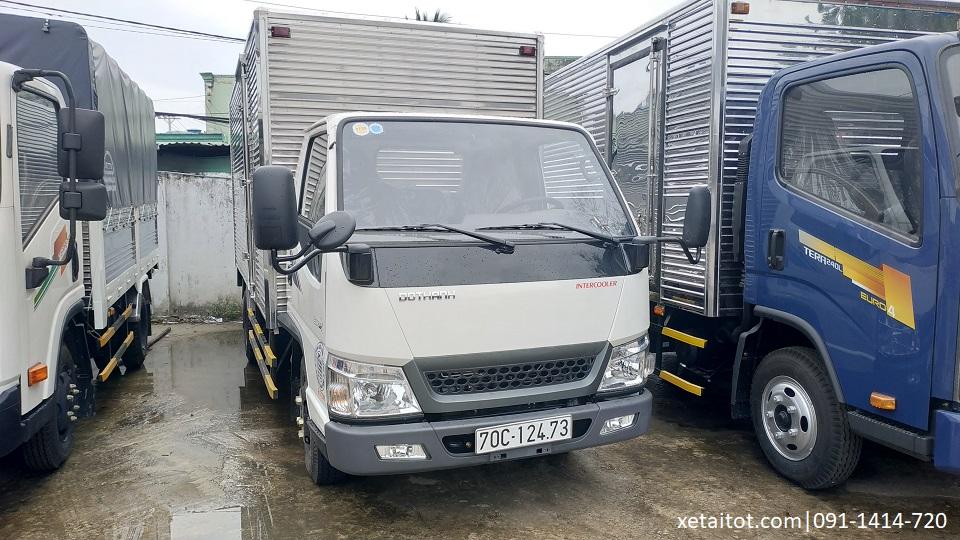 Xe IZ49 màu trắng thùng kín