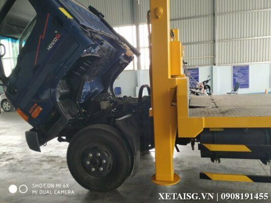 Hyundai HD120sl 8 tấn nâng đầu chở máy