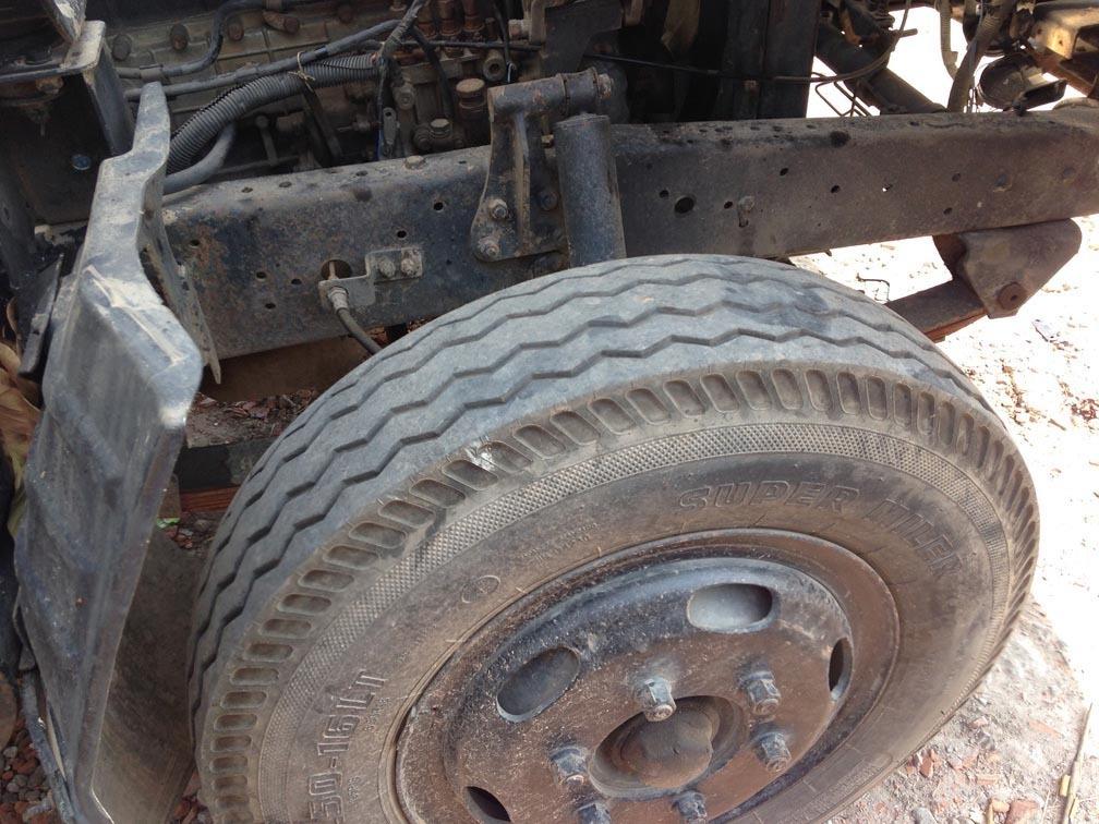 Cách xem khung gầm khi mua xe tải cũ